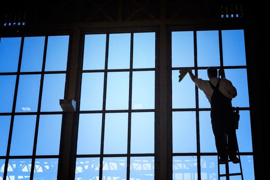 Te contamos cómo limpiar ventanas de aluminio