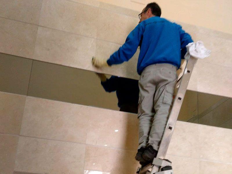 Limpieza de comunidades en Valencia - Fregadora y Limpiadora- VGA Servicios de limpieza