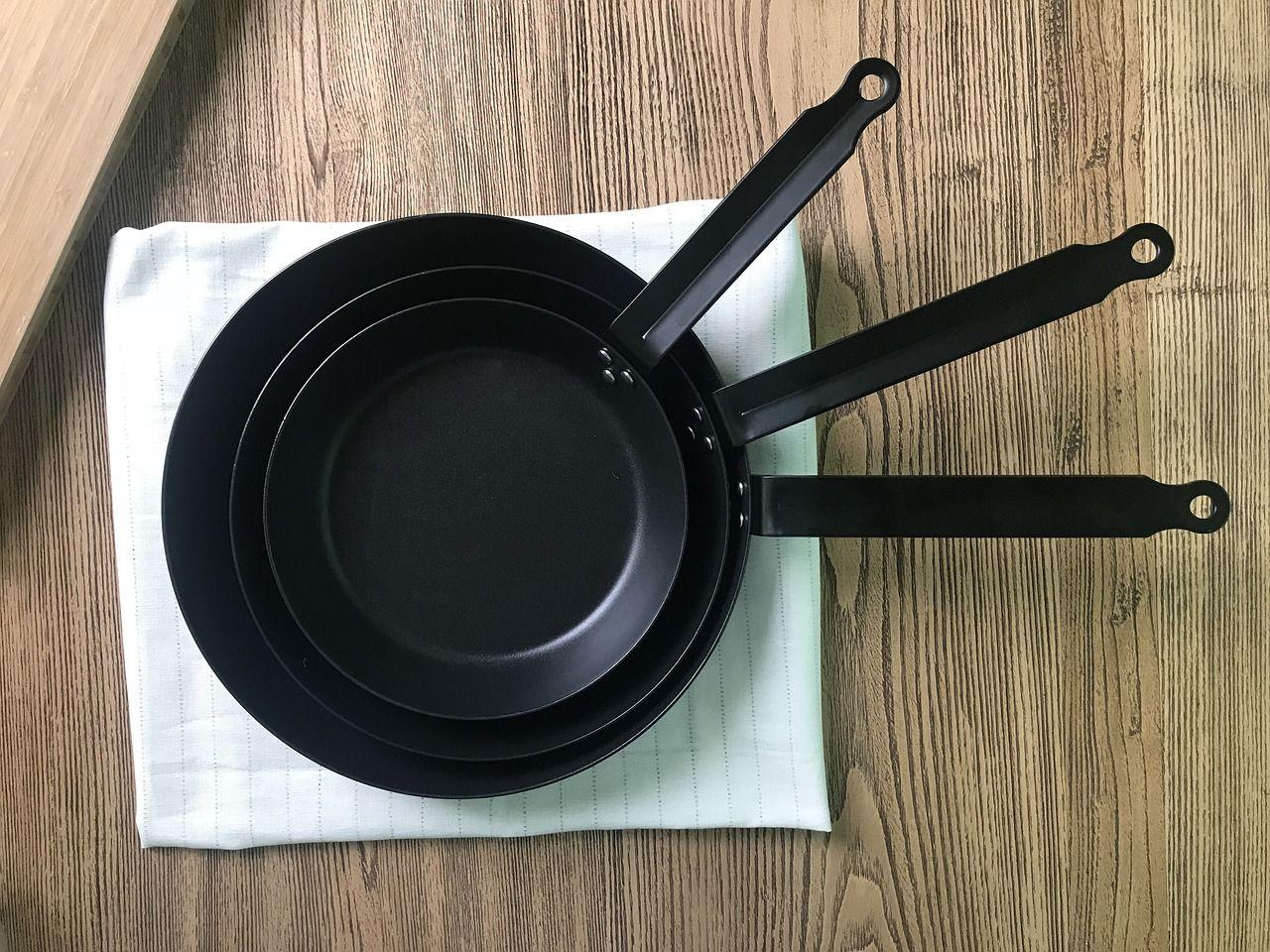 Cómo limpiar la parte de abajo de ollas y sartenes