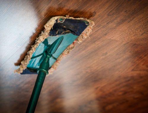 Trucos para limpiar el techo de la casa según el material