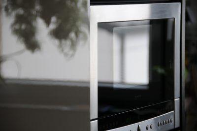 Los dos mejores trucos para limpiar el microondas (y dejarlo como nuevo)