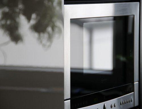 Los dos mejores métodos para limpiar el microondas (y dejarlo impoluto)