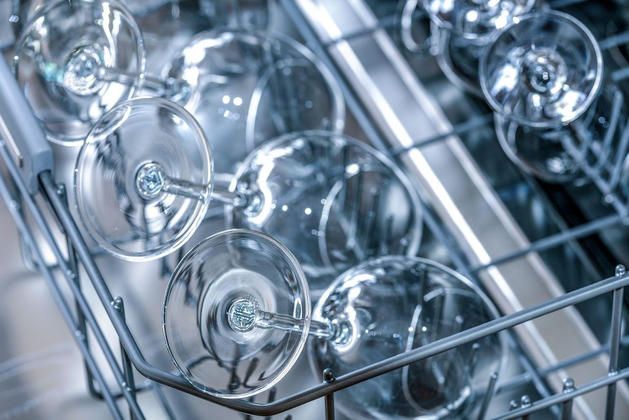 Cosas que no deberías meter en el lavavajillas