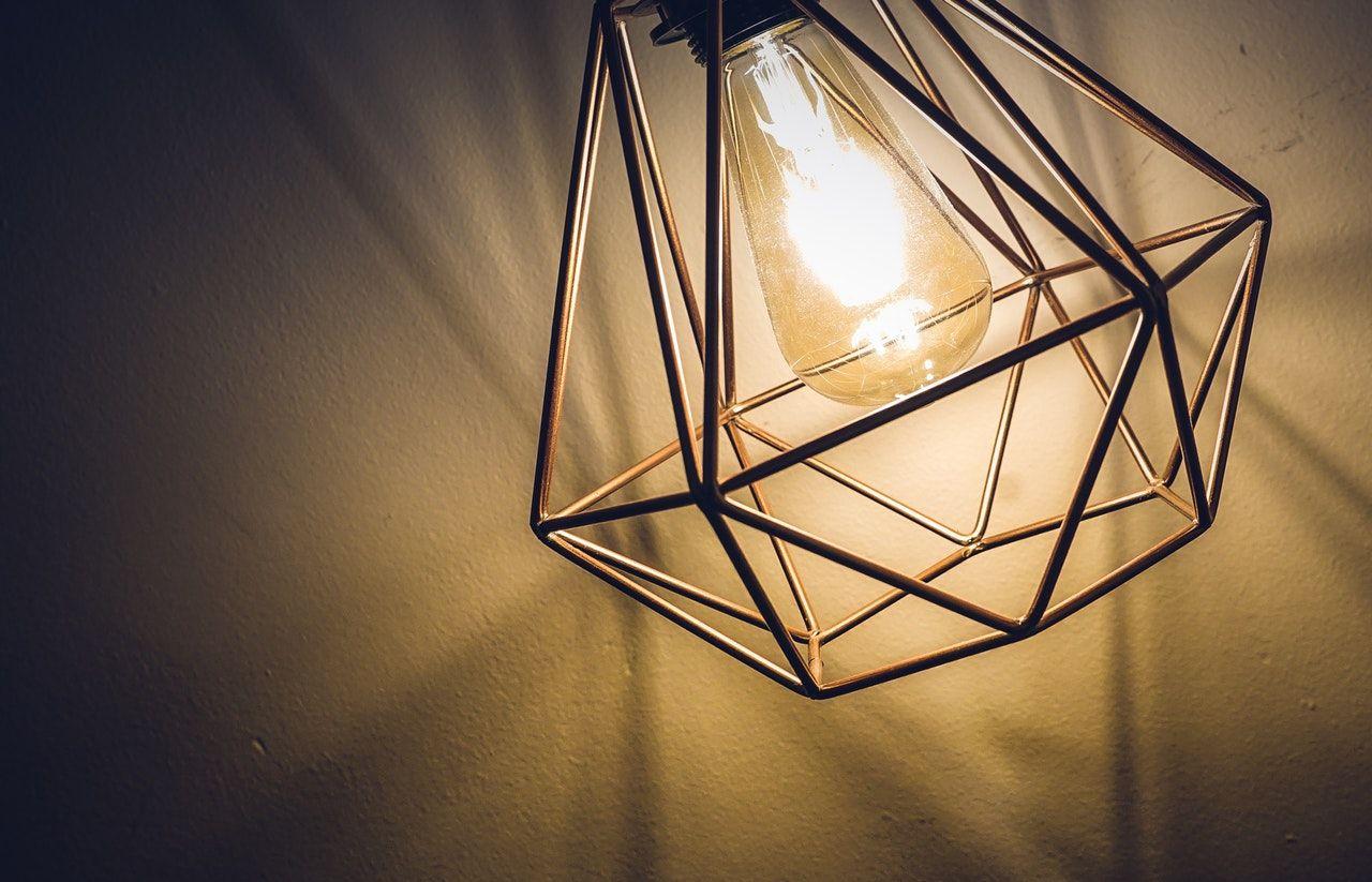 Trucos para quitar el polvo de las lámparas de tu casa