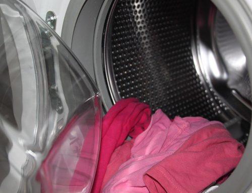 Qué puedes hacer si el tambor de la lavadora huele mal
