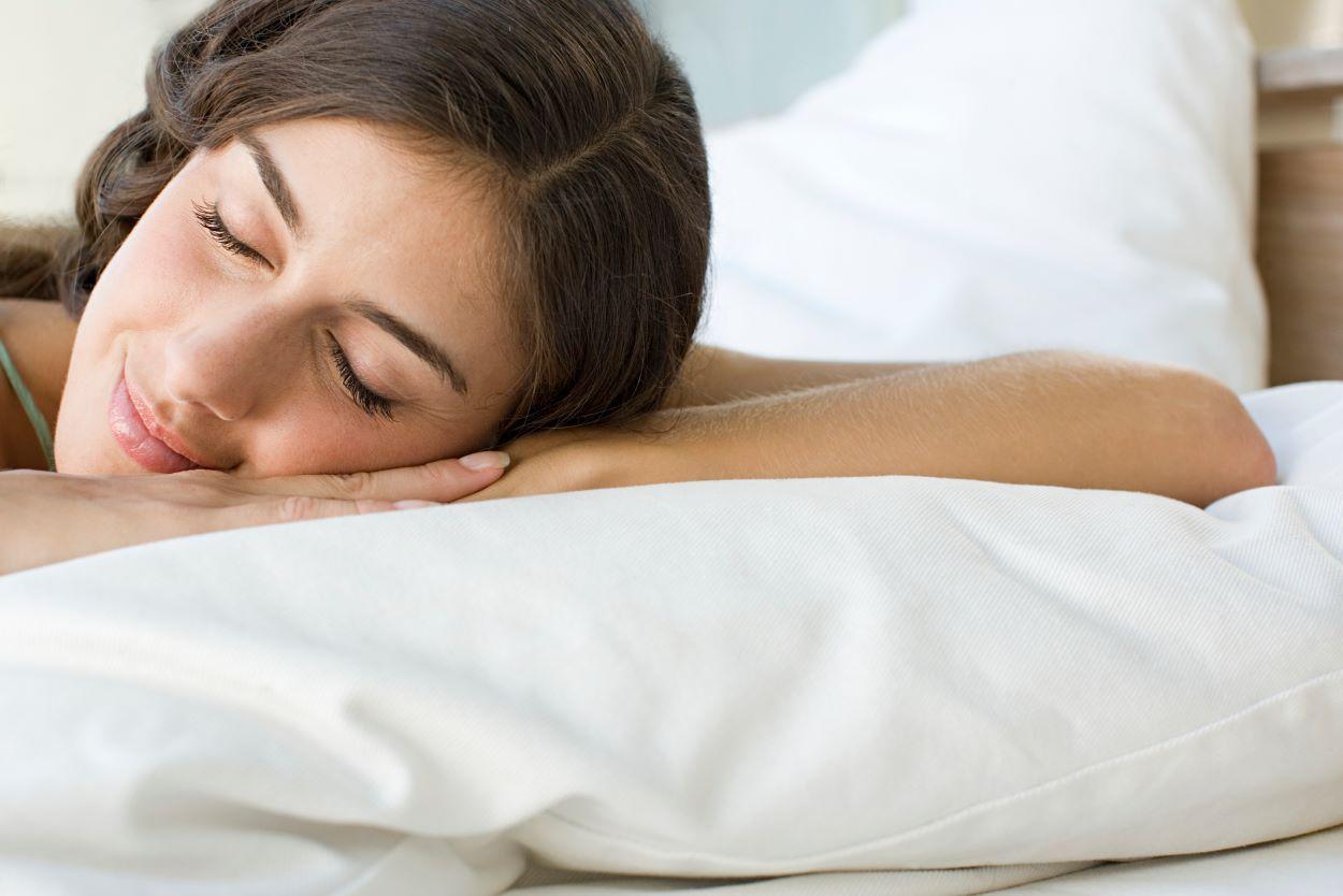 5 trucos que funcionan para dormir más fresco en verano