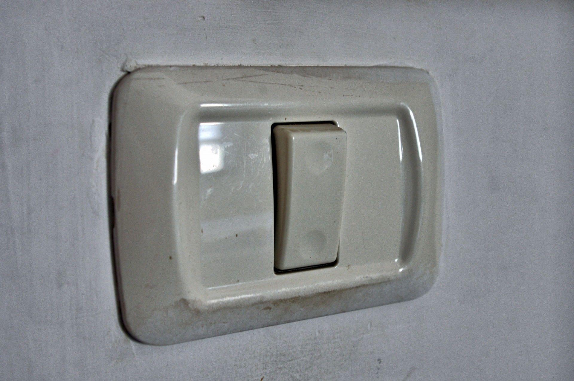 Cómo limpiar los interruptores de tu casa rápido y fácil