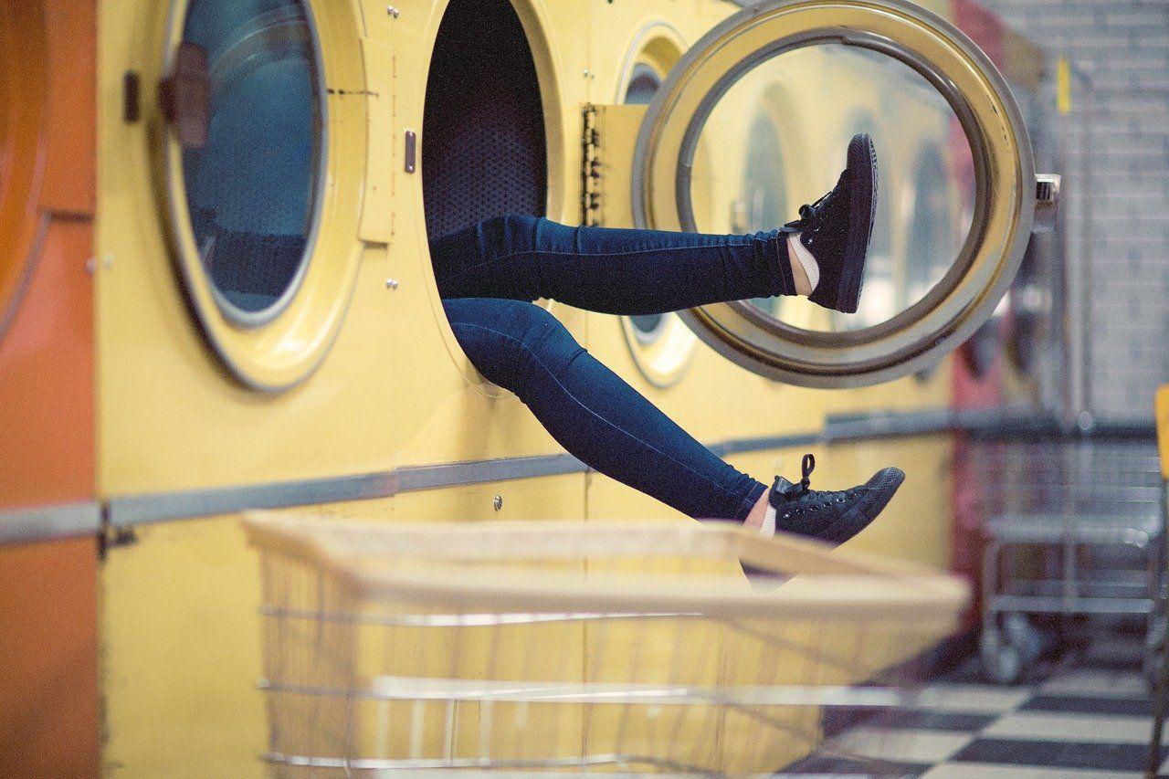 Estas son las cosas que nunca deberías lavar en la lavadora