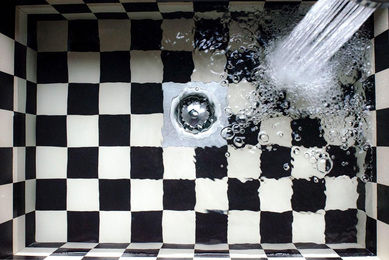 Cómo limpiar los pelos de la ducha y evitar que se acumulen