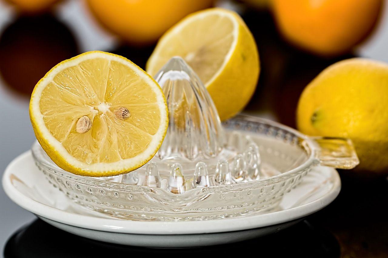 7 cosas de casa que puedes limpiar con zumo de limón